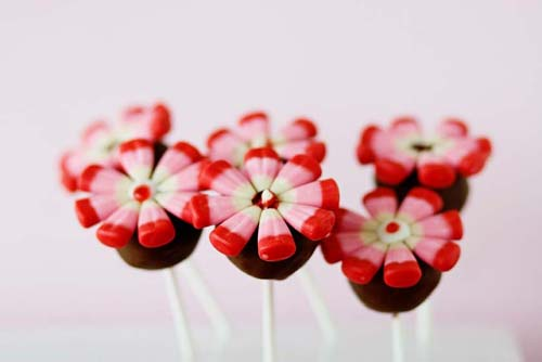 The flower cake pops came out pretty good, considering it was my first time